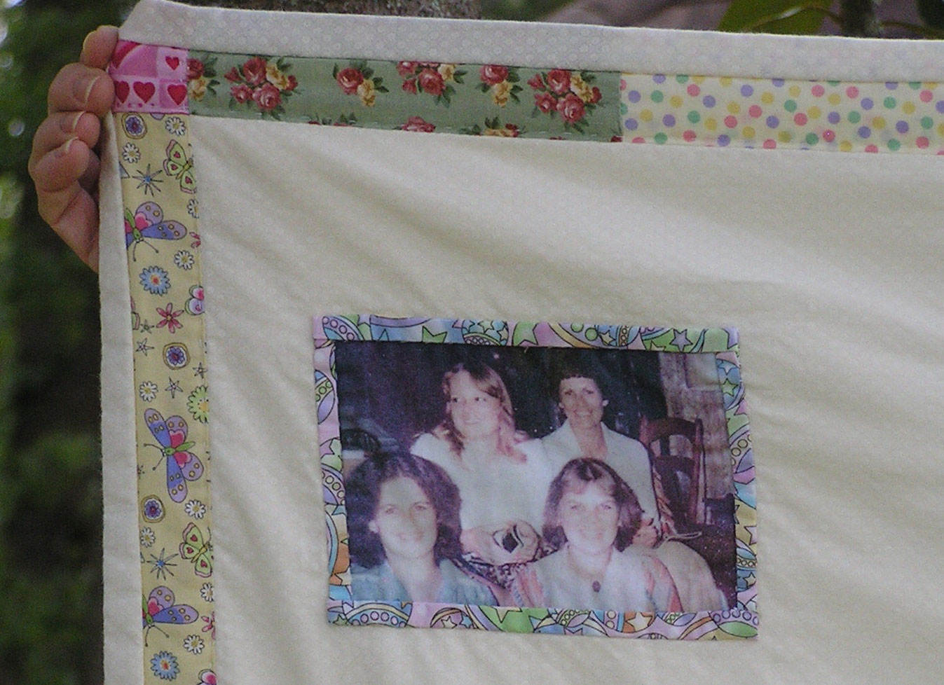 [Quilt Closeup showing cotton poplin fabric sheet print]